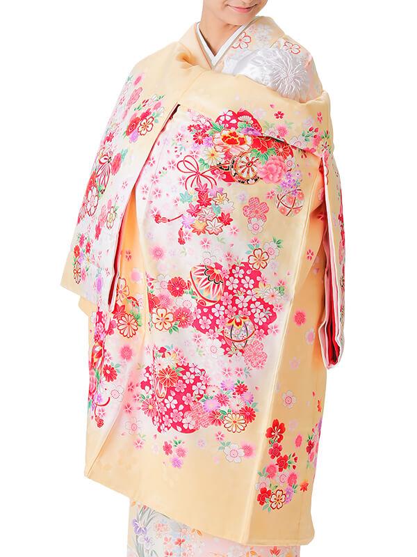 UG-4001 / 薄黄色地に鞠と花車のお宮参り産着(祝い着・掛け着) 女の子 正絹